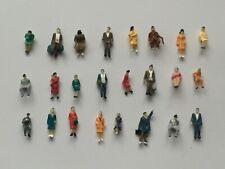 H0- 24 Stück Figuren sitzende u. stehende Figuren bunt gemischt !!! 1:87 NEU