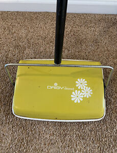 """Vintage MCM Yellow """"Daisy"""" Bissell Push Floor Sweeper Vacuum #A85"""