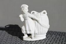 Biscuit de porcelaine Figurine Personnage Panier
