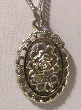 collier pendentif couleur argent chaîne offerte rosace ovale ajourée rose 3247