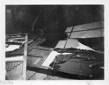 POL823 Polaroid Photo Vintage Original meuble cassé abstract