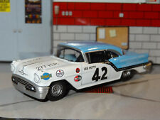 LEE PETTY NASCAR 1957 OLDS ROCKET 88 1/64 DIECAST DIORAMA COLLECTIBLE MODEL N