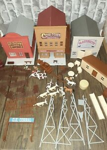 """VIntage 1995 ERTL Farm Country Ranch """"Cow Town Set"""" 1/64 Scale Play Set #4421"""