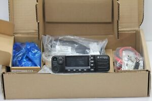 NEW IN BOX MOTOROLA MOTOTRBO XPR5550E UHF DIGITAL RADIO GPS WIFI. DMR BLUETOOTH