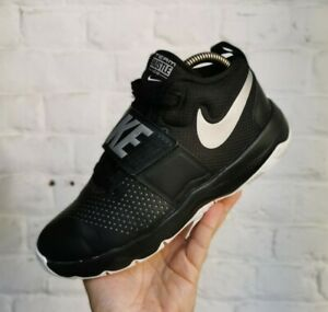 Boys Nike Team Hustle D8 Basketball Shoe Trainer Size UK 5.5 Black & White VGC -