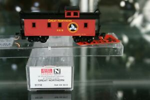 N Scale Micro Trains 065 00 530 Great Northern RR 34' Wood Caboose Car.
