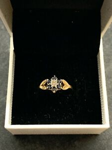 9CT GOLD RING - SIZE O - 1.6G