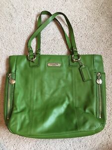 Coach f19456 green leather purse handbag