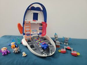 Go Jetters Jet Pad Headquarters with figures
