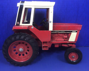 Toy Vintage Ertl 1/16 Scale International Model 1586 Red Cab Tractor