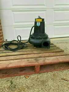 Large Submersible pump - Water Pump - Brand New Old Stock.