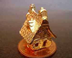 SUPERB 9CT GOLD ' HAUNTED HOUSE ' CHARM GHOST INSIDE