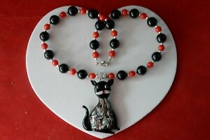 """BEAUTIFUL NECKLACE WITH ONYX & CORAL BEADS MURANO CAT 14"""" LONG + PENDANT IN BOX"""
