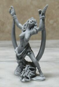 Toy Soldier 54mm 1/32 CAPTIVE FEMALE / GIRL UNPAINTED