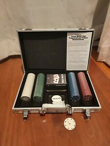 Texas Hold 'Em Poker Set with Carry Case  Portable Travel Game Cards Fun (NEW)