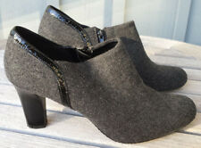 "Liz Claiborne Jillian ladies' gray felt 3"" stacked heel zip-up shoes size 9M"