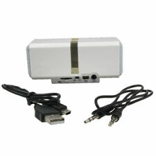 Bases de audio y mini altavoces blancos para reproductores MP3