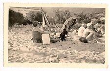 Famille plage sable bord de mer hôtel méditerranée - photo ancienne amateur 1950