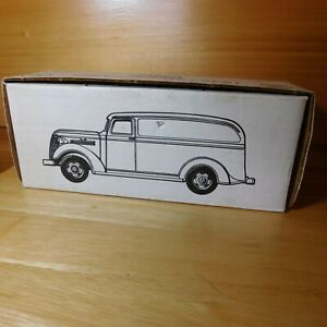 ERTL 1938 BELL TELEPHONE CHEVY PANEL TRUCK BANK  1/25 SCALE