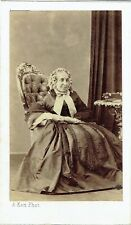 Photo cdv : A.Ken ; Vieille dame de la bourgeoisie assise en pose, vers 1865