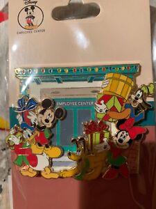 Holiday Christmas Disney Employee Center Pin LE150