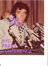 ELVIS PRESLEY AT NEW YORK PRESS CONFERENCE 6/9/72 GLOSSY 8X10 PHOTO CANDID A