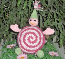 Lutin boule rose réalisé au crochet