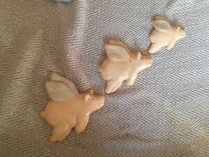 3 X Flying Pigs Decorative Wall Plaque