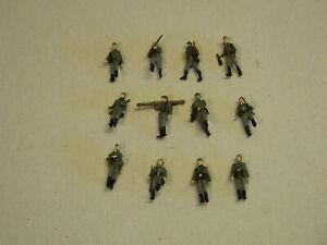 Preiser military deutsche Infantrie - 12 gehende Figuren - handbemalt