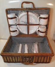 PRAIRIE WOVEN PICNIC BASKET~COMPLETE PICNIC SET~4 PLATES 4 MUGS & 4 PC. UTENSILS