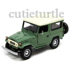 Motormax Toyota FJ 40 Land Cruiser 1:24 Diecast Car 79323 Green With Beige Top