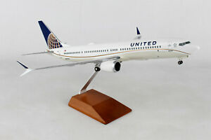 Skymarks United 737 Max 9 1/100 Scale Airplane Model Wood Stand & Landing Gear