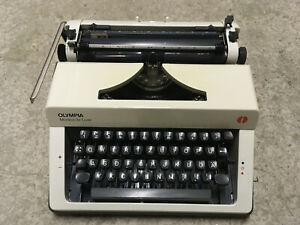 Olympia Monica de Luxe Vintage Schreibmaschine im Koffer