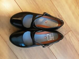 Ladies Clarks Shoes size 4 New