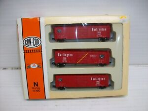 N Scale  Con-Cor 0001-008903 Burlington 50' Panel Door Boxcars
