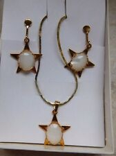 Mother of Pearl Vintage Pendant & Screw-type earring Set