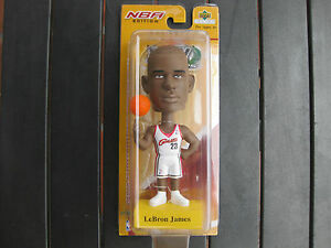LEBRON JAMES BOBBLE HEAD CLEVELAND CAVALIERS ROOKIE 2004 UPPER DECK PLAY MAKERS