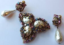 VTG MIRIAM HASKELL SIGNED BAROQUE PEARL COLORFUL RHINESTONE BROOCH & EARRING SET