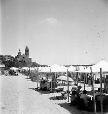 ESPAGNE c. 1955 - Tentes La Plage Sitges - Négatif 6 x 6 - Esp 231