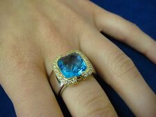 EXQUISITE 18K 2 TONE GOLD BLUE TOPAZ AND DIAMONDS LARGE LADIES RING, 15.6 GRAMS