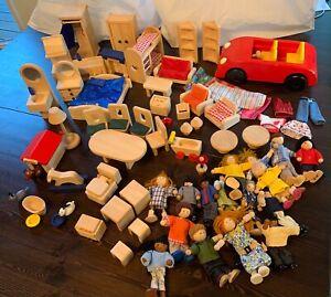 Lot of Ryans Room Plan Toys Wooden Doll House Furniture w/17 Dolls! Melissa&Doug