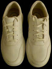 ROCKPORT Men's World Tour  8  White Leather Walking Shoes - Worn once