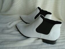 Boohoo ladies white & black ankle boots size 4