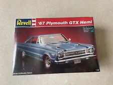 SEALED REVELL '67 PLYMOUTH GTX HEMI - Scale 1/25