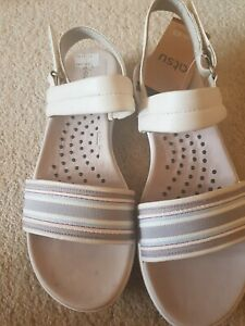 Ladies Clarks Sandal size 5.5. Inta ty. White leather. These one shoe has been
