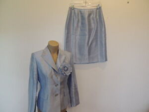 Kasper size 6 petite blue with removable flower pin skirt suit