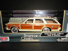Motormax Chrysler LeBaron Town and Country 1979 Beige 1/24