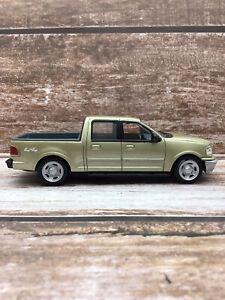 MotorMax 1/43 Ford F150 Supercrew Pick Up Truck Diecast Model