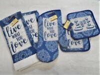 5 Piece Live What You Love Kitchen Decor Potholders, Oven mitt, Towels set