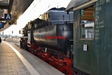 PHOTO  GERMAN RAILWAY -  DRB CLASS 52 NO 52 8195 'MITTELFRANKEN' WITH 2'2'T30 V6